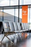 Υπόλοιπος κόσμος της σύγχρονης καρέκλας με το ελεύθερο σημάδι wifi Στοκ φωτογραφίες με δικαίωμα ελεύθερης χρήσης