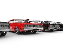 Υπόλοιπος κόσμος των αυτοκινήτων μυών - εστίαση στο κόκκινο αυτοκίνητο απεικόνιση αποθεμάτων