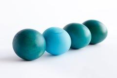 Υπόλοιπος κόσμος των μπλε αυγών Πάσχας ombre που απομονώνεται στο άσπρο υπόβαθρο Στοκ Εικόνα