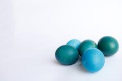 Υπόλοιπος κόσμος των μπλε αυγών Πάσχας ombre που απομονώνεται στο άσπρο υπόβαθρο Στοκ εικόνες με δικαίωμα ελεύθερης χρήσης