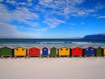 Υπόλοιπος κόσμος των ξύλινων λαμπρά χρωματισμένων καλυβών Στοκ Εικόνα