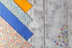 Υφάσματα βαμβακιού για το ράψιμο, τη δαντέλλα και τα εξαρτήματα για τη ραπτική ο Στοκ Φωτογραφία