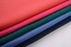 Υφάσματα βαμβακιού με τα διαφορετικά χρώματα Στοκ φωτογραφία με δικαίωμα ελεύθερης χρήσης