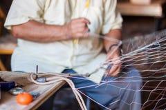 Υφαίνοντας δίχτυ του ψαρέματος Στοκ φωτογραφία με δικαίωμα ελεύθερης χρήσης