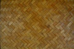Υφαμένη σύσταση μπαμπού με το σχέδιο τρεκλίσματος από έναν τοίχο εξοχικών σπιτιών Στοκ Εικόνα
