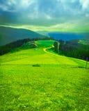 Υψηλά βουνά, χωριά και ζωή ορεινών περιοχών Είστε έτοιμοι για ένα συμπαθητικό ταξίδι; στοκ εικόνες με δικαίωμα ελεύθερης χρήσης