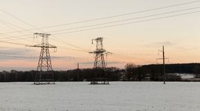Υψηλής τάσεως μετάδοση γραμμών Στοκ Φωτογραφίες