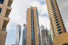 Υψηλή άνοδος και σύγχρονα κτήρια στη μαρίνα του Ντουμπάι, Ε.Α.Ε. Στοκ φωτογραφίες με δικαίωμα ελεύθερης χρήσης