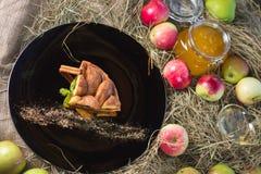 Υψηλή κουζίνα, πίτα μήλων με την κανέλα Στοκ Φωτογραφίες