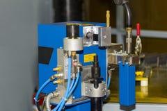 Υψηλή τεχνολογία του αυτόματου καθαριστή ακρών συγκόλλησης ρομπότ για να διατηρήσει την παραγωγικότητα για βιομηχανικό στοκ εικόνες