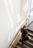 υψηλή όψη σκαλοπατιών επι&chi στοκ φωτογραφία