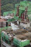 υψηλοί εργαζόμενοι ανόδου οικοδόμησης κτηρίου Στοκ φωτογραφίες με δικαίωμα ελεύθερης χρήσης