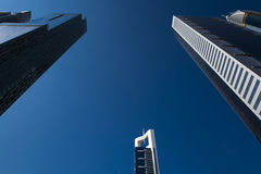 Υψηλός ουρανοξύστης οικοδόμησης πολυτέλειας μπλε Στοκ Φωτογραφία