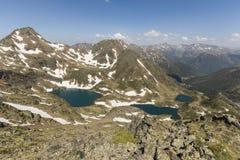Υψηλό αλπικό τοπίο με τους τομείς και τις λίμνες χιονιού στην περιοχή Ordino στη Ανδόρα Στοκ φωτογραφία με δικαίωμα ελεύθερης χρήσης