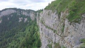 Υψηλό πρόσωπο βράχου στην Ελβετία απόθεμα βίντεο