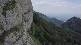Υψηλό πρόσωπο βράχου στην Ελβετία φιλμ μικρού μήκους