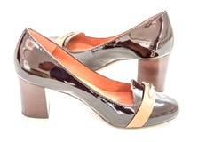 Υψηλά βαλμένα τακούνια παπούτσια αιγάγρων μαύρων γυναικών που απομονώνονται στο άσπρο υπόβαθρο Στοκ φωτογραφίες με δικαίωμα ελεύθερης χρήσης