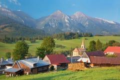 Υψηλά βουνά Tatras - Belianske Tatry και χωριό Zdiar Στοκ Φωτογραφίες