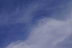 Υψηλά cirrus σύννεφα, μπλε ουρανός Στοκ φωτογραφία με δικαίωμα ελεύθερης χρήσης