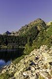 Υψηλά Tatras - Vysoke Tatry - τρόπος σε Popradske Pleso Στοκ φωτογραφία με δικαίωμα ελεύθερης χρήσης