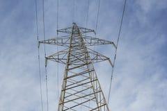Υψηλής τάσεως ηλεκτρικός κεντρικός αγωγός με το α βλέπω-μακριά Στοκ Εικόνα