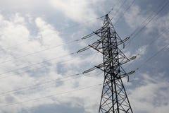 Υψηλής τάσεως πυλώνας ηλεκτροφόρων καλωδίων Στοκ Εικόνες