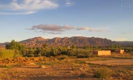 Υψηλή άποψη βουνών ατλάντων στο Μαρόκο στο φως ηλιοβασιλέματος Στοκ Εικόνα