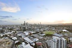 Υψηλή άποψη γωνίας της εικονικής παράστασης πόλης κατά τη διάρκεια του ηλιοβασιλέματος στοκ φωτογραφία με δικαίωμα ελεύθερης χρήσης