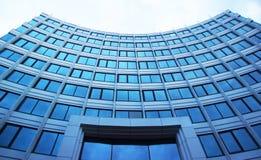 Υψηλή οικοδόμηση του χάλυβα και του γυαλιού Στοκ Εικόνες