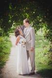 Υψηλοί νεόνυμφος και νύφη στοκ φωτογραφίες