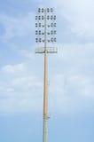 Υψηλός ηλεκτρικός πόλος προβολέων στο στάδιο Στοκ φωτογραφία με δικαίωμα ελεύθερης χρήσης