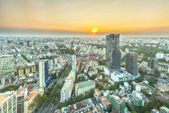 Υψηλός ορίζοντας Saigon άποψης όταν λάμπει ο ήλιος κάτω από αστικό Στοκ εικόνες με δικαίωμα ελεύθερης χρήσης