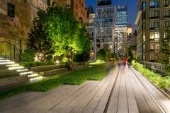 Υψηλός περίπατος γραμμών στο λυκόφως, Chelsea, Μανχάταν, πόλη της Νέας Υόρκης Στοκ φωτογραφία με δικαίωμα ελεύθερης χρήσης