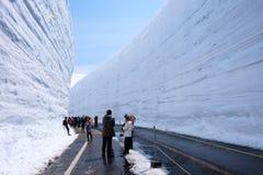Υψηλότεροι τοίχοι χιονιού στην αλπική διαδρομή Tateyama Kurobe Στοκ εικόνα με δικαίωμα ελεύθερης χρήσης