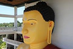Υψηλό άγαλμα του Βούδα σε έναν βουδιστικό ναό, Weherahena, Matara Στοκ εικόνα με δικαίωμα ελεύθερης χρήσης