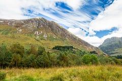 Υψηλό βουνό στην κοιλάδα Glencoe, στις ορεινές περιοχές της Σκωτίας Στοκ Εικόνες