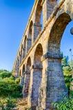 Υψηλό archade του ρωμαϊκού υδραγωγείου κοντά Tarragona, Ισπανία Στοκ Φωτογραφία