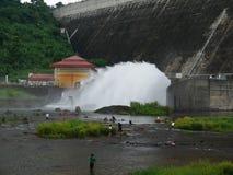 Υδάτινα έργα πηγών Dan εγκαταστάσεων υδρο παραγωγής ενέργειας khun prakarnchon Στοκ Φωτογραφία