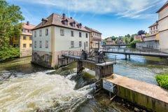 Υδάτινα έργα στον ποταμό Regnitz στη Βαμβέργη, Γερμανία Στοκ Φωτογραφία