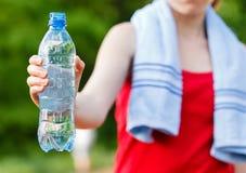 Υδάτωση κατά τη διάρκεια του workout Στοκ φωτογραφία με δικαίωμα ελεύθερης χρήσης