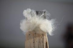 Υλικά για την περιστροφή του μαλλιού, μαλλί για το νήμα Στοκ Εικόνες