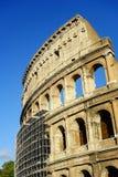 Υλικά σκαλωσιάς γύρω από Colosseum Ρώμη Στοκ εικόνες με δικαίωμα ελεύθερης χρήσης