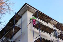 Υλικά σκαλωσιάς που χρησιμοποιούνται ως προσωρινή δομή για να υποστηρίξει την πλατφόρμα, την εργασία μορφής και τη δομή στο εργοτ Στοκ φωτογραφία με δικαίωμα ελεύθερης χρήσης