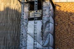 Υλικά σκαλωσιάς σε ένα εργοτάξιο οικοδομής οικοδόμησης Στοκ Εικόνες