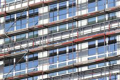 Υλικά σκαλωσιάς στη νέα κατασκευή Στοκ εικόνα με δικαίωμα ελεύθερης χρήσης