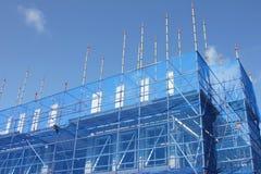 Υλικά σκαλωσιάς στη νέα κατασκευή Στοκ Φωτογραφία