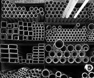 Υλική αποθήκευση σωρών βιομηχανίας σωλήνων χάλυβα Στοκ φωτογραφία με δικαίωμα ελεύθερης χρήσης