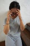 υλοτομία ανασκόπησης που απομονώνεται πέρα από την άρρωστη λευκή γυναίκα στοκ φωτογραφίες με δικαίωμα ελεύθερης χρήσης