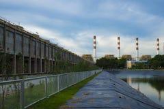 Υδραγωγείο για τη γεωργία που γίνεται από το λάστιχο ή το πλαστικό Στοκ Φωτογραφία