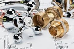 Υδραυλικά και εργαλεία που βρίσκονται στο σχέδιο Στοκ Εικόνες